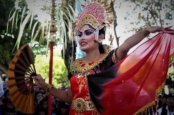 バリ島の伝統舞踊を楽しむツアー