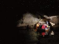 テアナウ・土ボタル洞窟