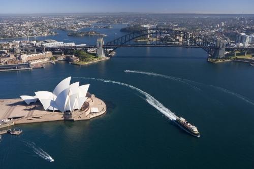 シドニーへ移動するツアー