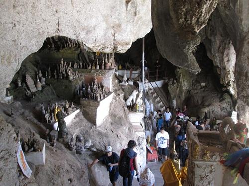 パクウー洞窟とセー滝, ナイトマーケット (昼食+夕食付・日本語ガイド付)