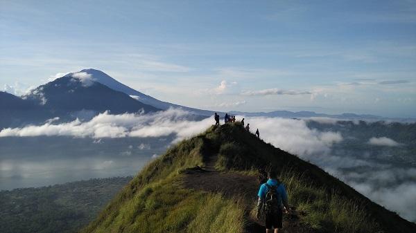 バトゥール山サンライズ・トレッキング