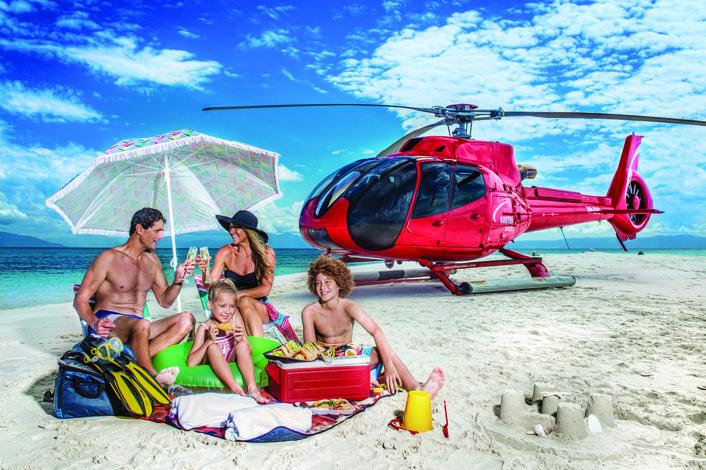 ヘリコプターで行く!グレートバリアリーフに浮かぶ砂の島 サンディケイでロマンチックモーニング