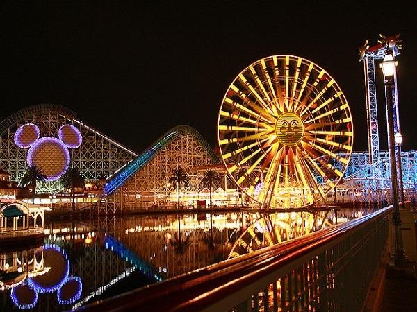 【往復送迎付き】ディズニー2テーマパーク 開園から夜(22:30)まで