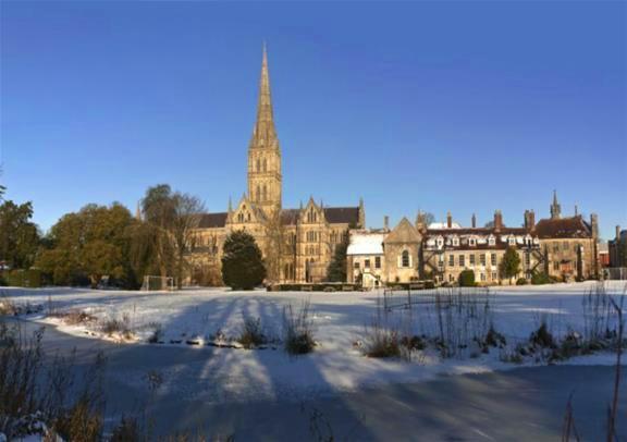 12月25日限定:ウインザー、バース、ストーンヘンジ、ソールズベリー(3コース・クリスマスランチ付き)