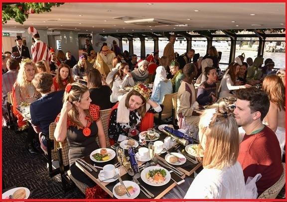 12月25日限定:テムズ川 伝統クリスマス・ランチ・クルーズ