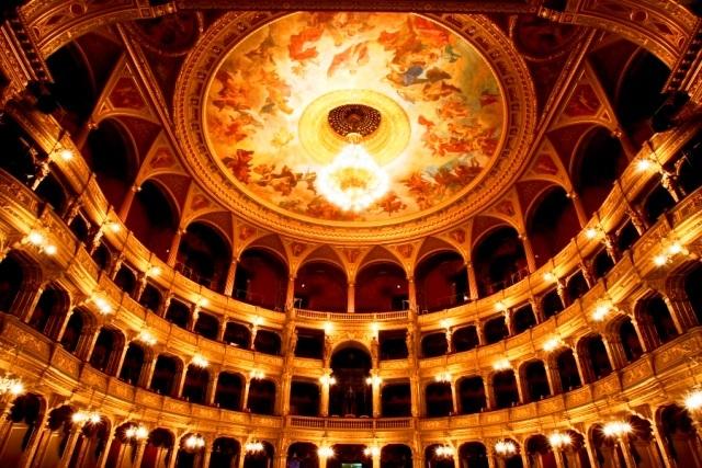 [みゅう]オペラ劇場と中央市場見学 カフェ「ジェルボー」でのティータイム