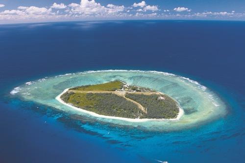 珊瑚に囲まれた海の秘境レディエリオット島・フライトツアー