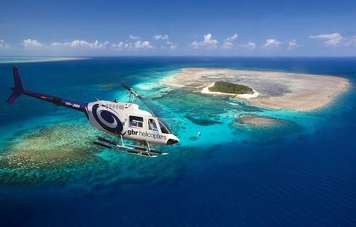 ヘリコプター遊覧飛行 グリーン島とミコマスケイ グレートバリアリーフ 40分デラックス遊覧飛行