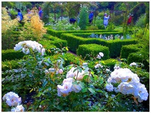 [みゅう]秘密の花園シシングハースト城ガーデン、中世の街並ライと海辺のヘイスティングス1日観光