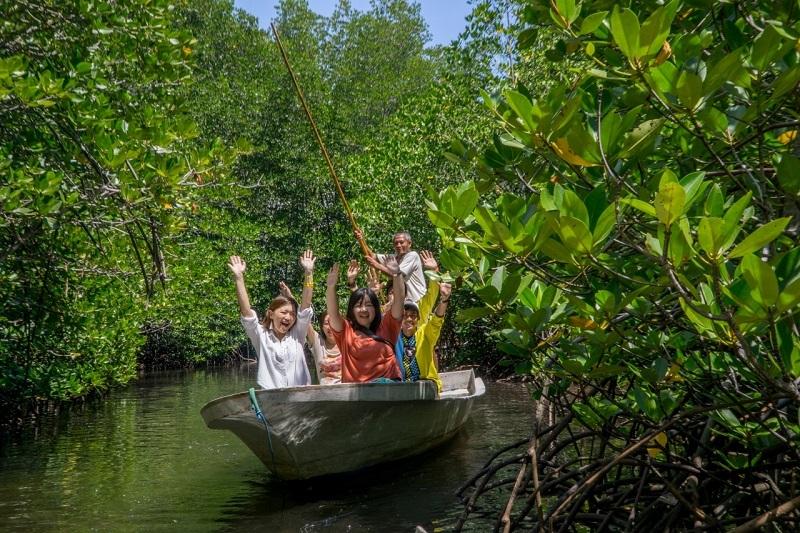 LOAレンボンガン島 [マングローブ林探検+シュノーケル+島内観光] 天然塩のお土産つき♪
