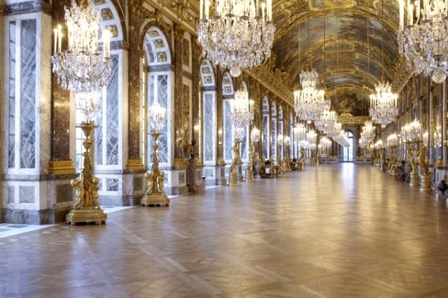 [マイバス]【プライベート】ベルサイユ宮殿半日観光《ガイド(宮殿入場)+専用車付》