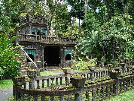 天空の城パロネラパークと神秘ツチボタル&熱帯雨林ツアー