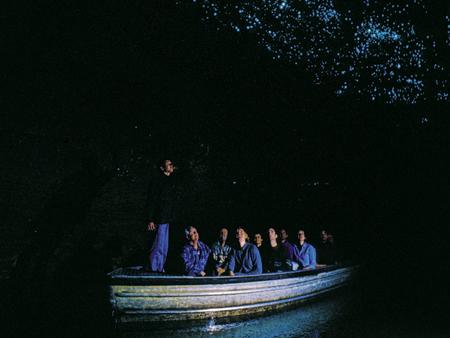探検!ワイトモ洞窟ツアー