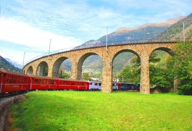 ミラノから行くスイス 世界遺産ベルニナ急行とバスで行く日帰りの旅