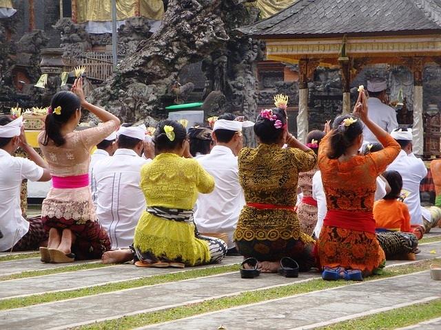 ランプヤン寺院でお祈り体験&バリ島東部ツアー