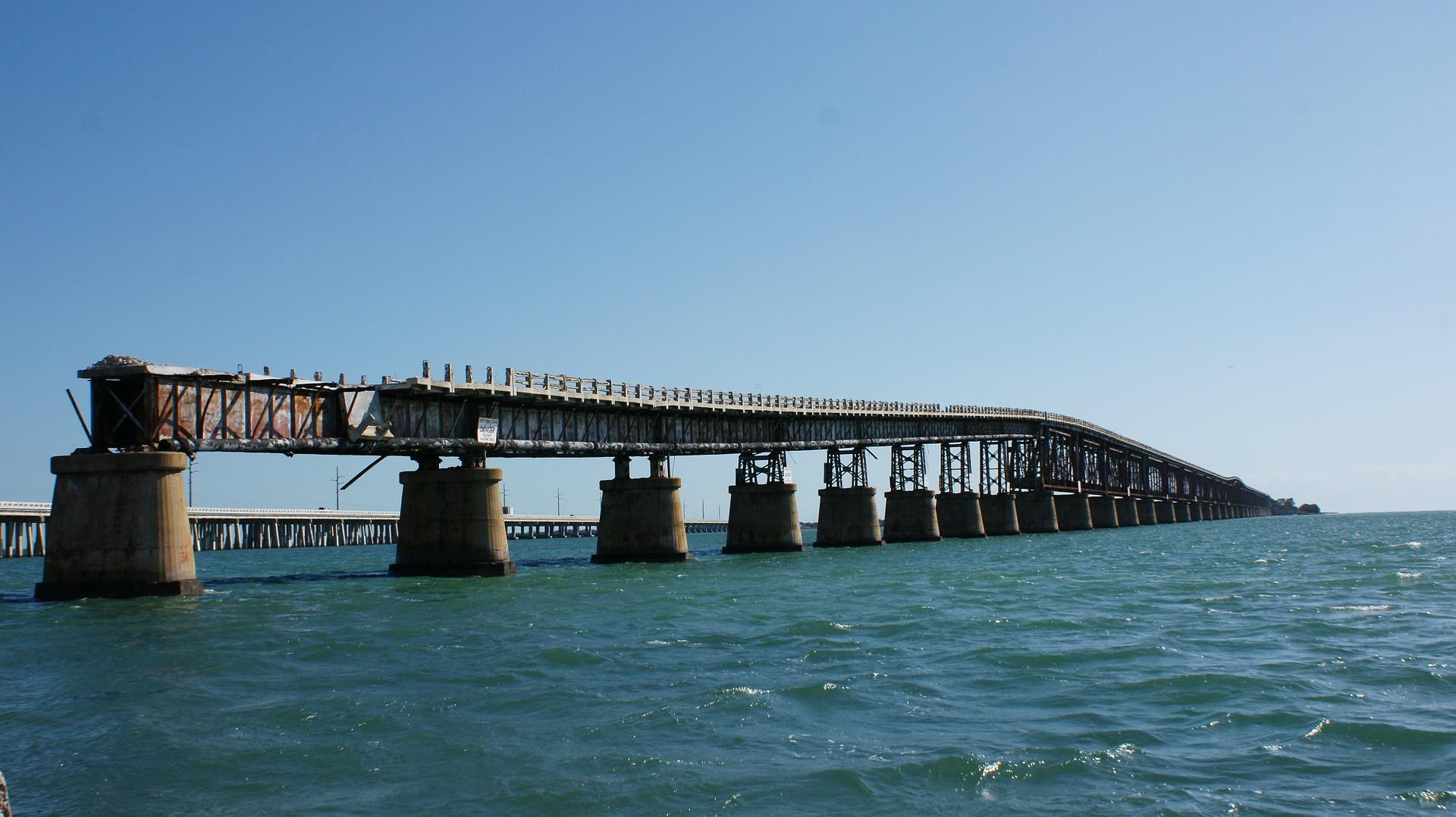 フロリダキーズ諸島満喫!マングローブのトンネルでカヤッキング、絶景7マイルブリッジ・ドライブと巨大魚ターポン餌付体験