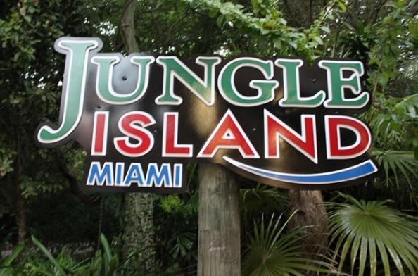 """南国色たっぷり!カラフルなオウムと珍獣の天国""""ジャングル・アイランド""""で新動物との触れ合い。その後は港に隣接のショッピングモールにて、ヨット・ヤシの木・港を眺めながらの潮風ショッピング〜"""