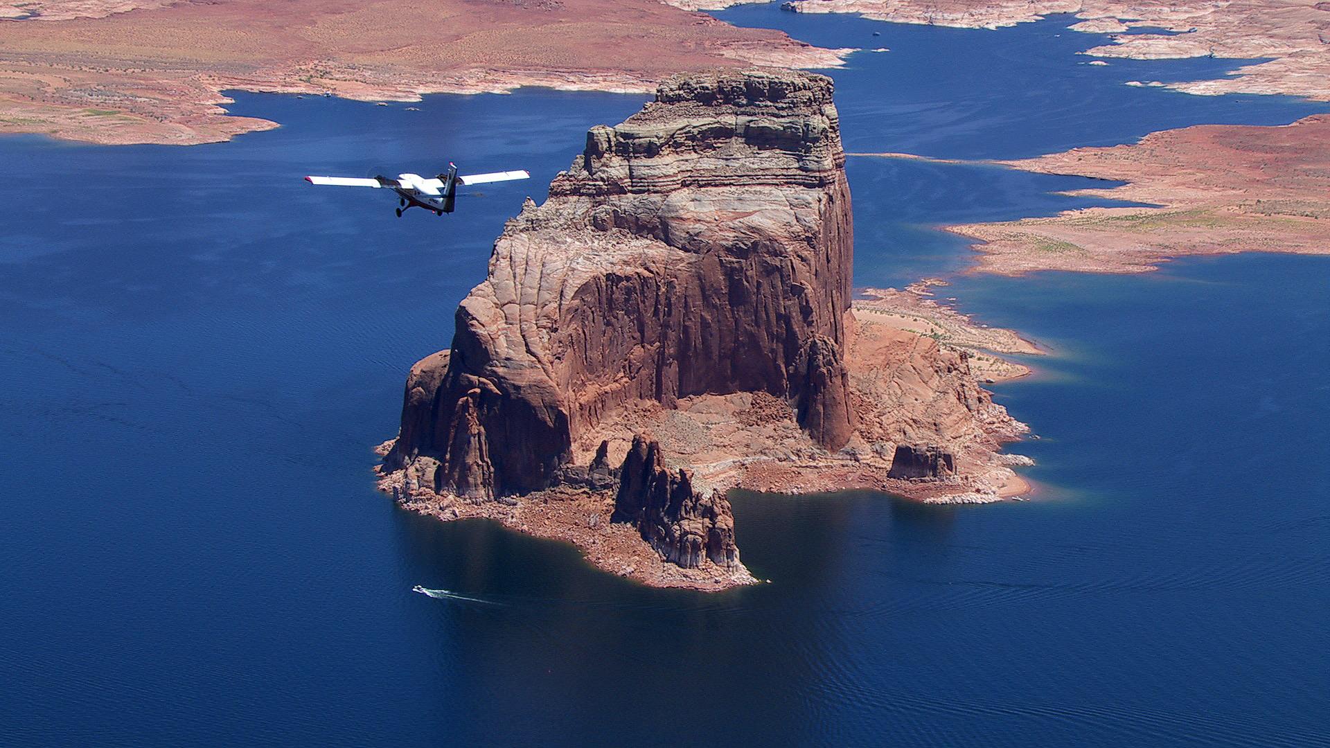 遊覧飛行。 ホースシューベンドとパウエル湖
