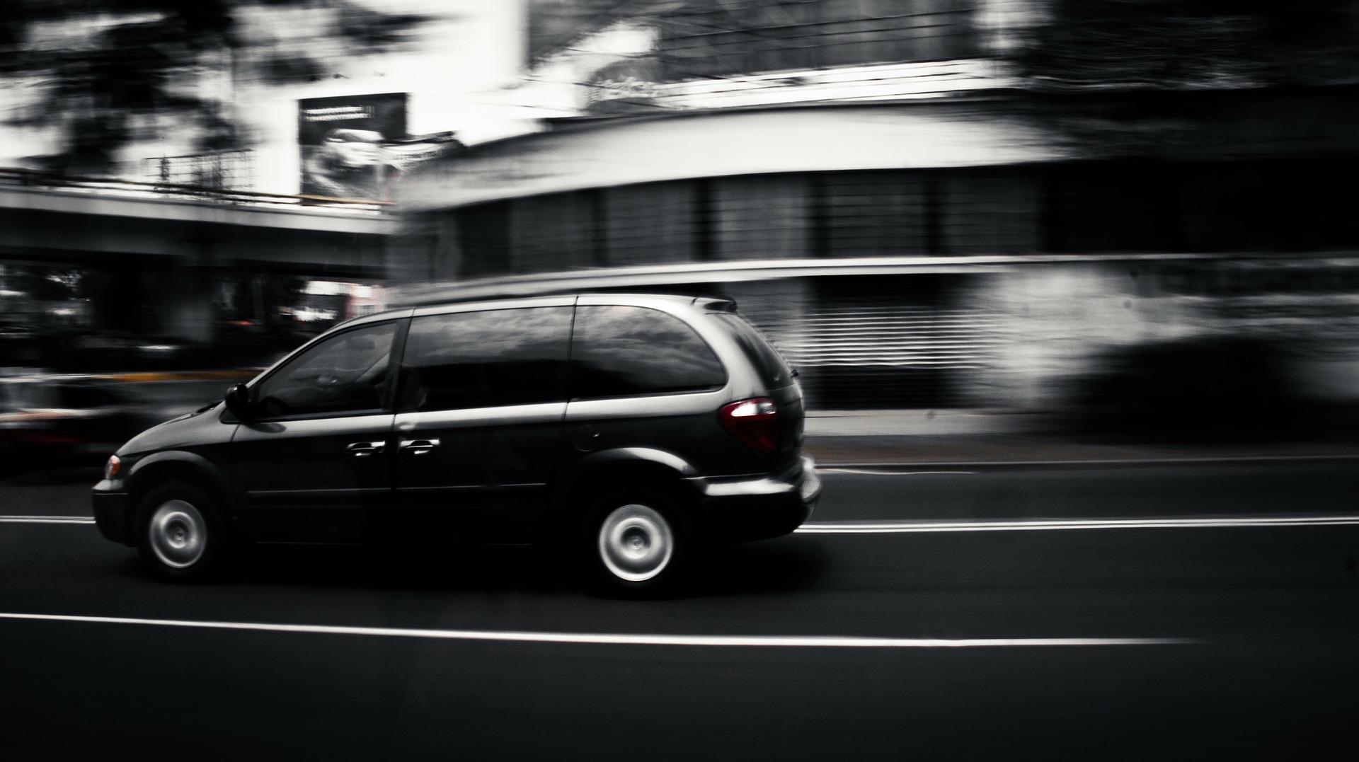 車両+日本語ドライバー 4時間チャーター ※延長可