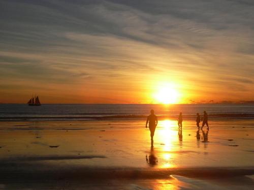 ケーブルビーチでのサンセット付き!半日ブルーム・タウン・ツアー(冬季限定)