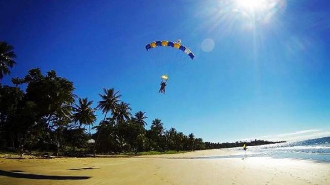 スカイダイブ ミッションビーチ ビーチジャンプ