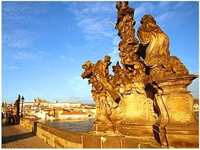 [みゅう]朝のカレル橋とプラハ旧市街 早朝散歩