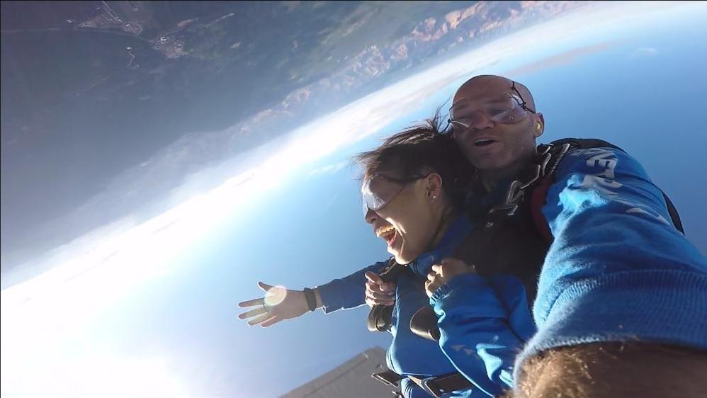 グランドキャニオン国立公園を眺めながらのスカイダイビング *写真&ビデオ、お土産+I-MAX付きに更にアップグレード