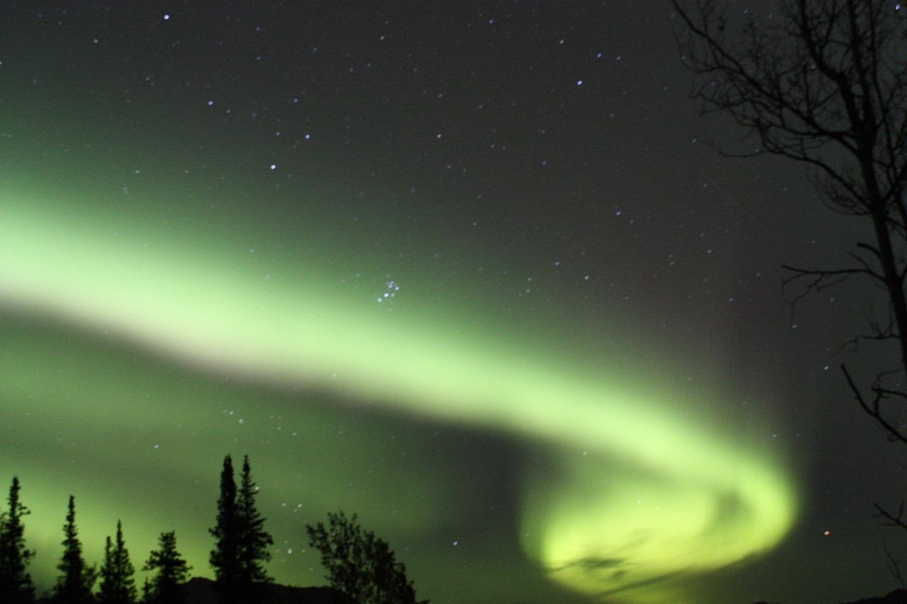 オーロラを求めて! 冬のアラスカ4日間 チェナ温泉滞在コース(デラックス)