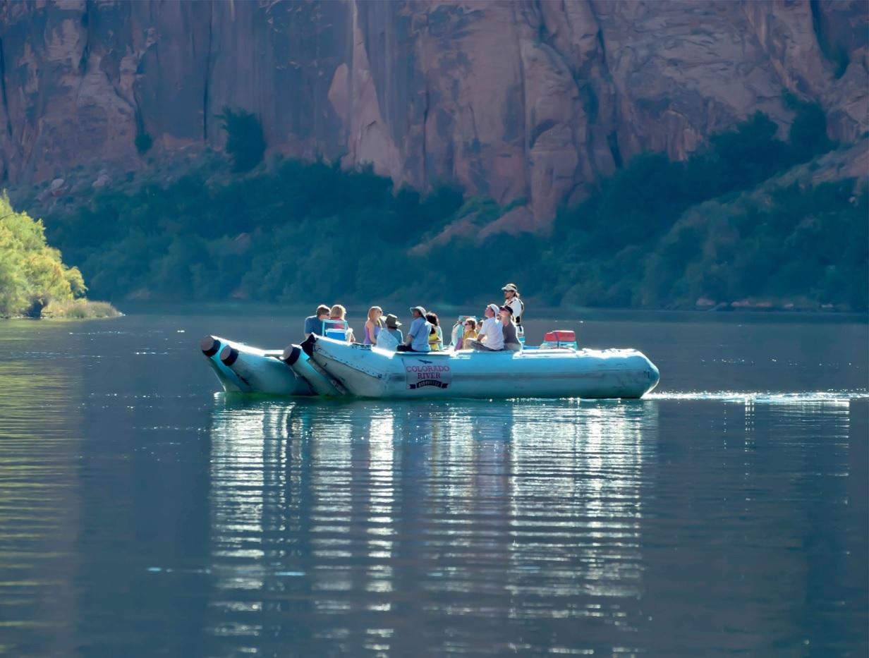 ヘリコプター & ポンツーンボート ツアー