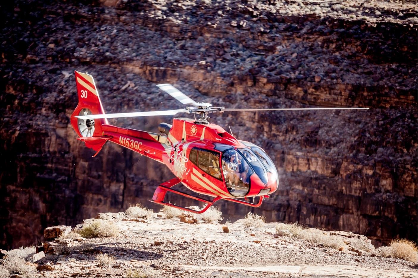 ヘリコプター遊覧飛行+ハマーに乗って地上観光
