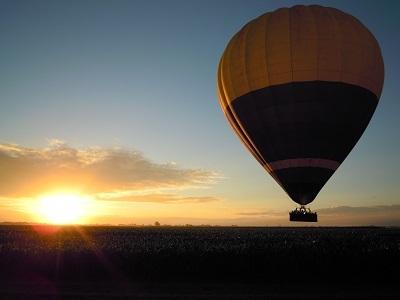熱気球 30分フライト/朝食&シャンパン付き/気球記念フォト無料プレゼント