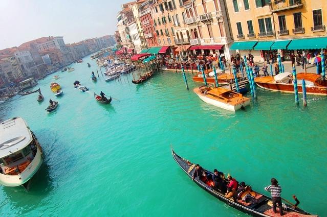 [プライベートツアー]列車で行くヴェネツィア日帰り! プライベートで楽しむ 貸し切りガイド/貸し切りゴンドラ遊覧ツアー