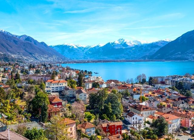ミラノから行くスイス CentoValli鉄道と世界遺産ベッリンツォーナの旅