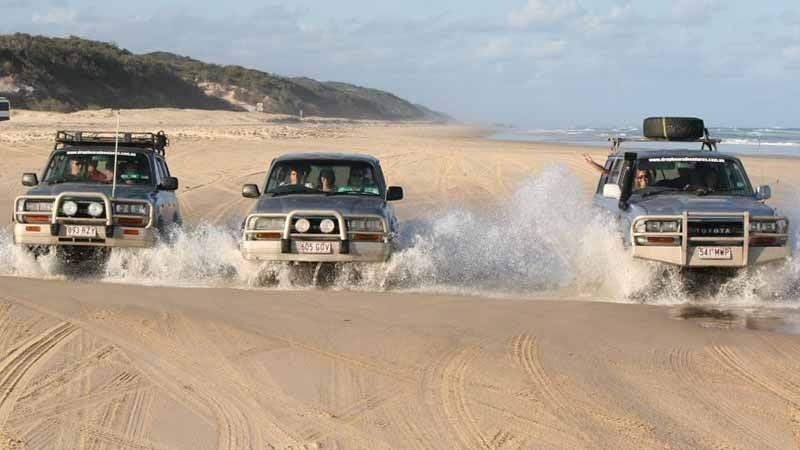 1日モートン島 4WDアドベンチャー&サンドボーディングツアー