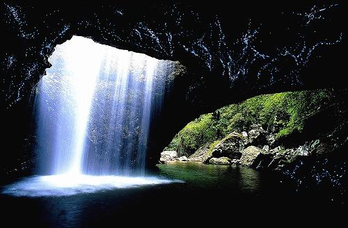 世界遺産ナチュラルブリッジの土ボタルツアー(日本語ガイド)