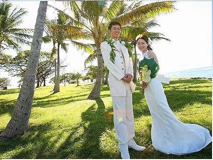 ウェディング・ドレスに着替えてビーチで記念撮影♪(衣装レンタル・ヘアメイク付き)