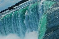 【大好評ツアー!】マンハッタン内ホテル発 ナイアガラ1日観光 〜往復航空機利用、滝が見える眺望レストランの昼食付き〜