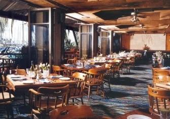 【チャート・ハウス・ワイキキ】夕陽&ヨットハーバーの眺めが素敵な老舗レストラン
