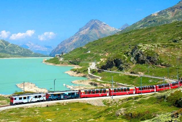 ベルニナ急行とスイスアルプス1日ツアー(ミラノ発スイス)(英語)