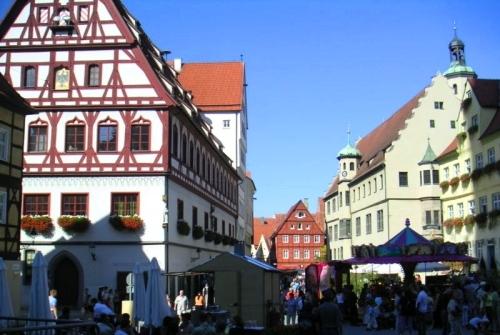 大人気! ノイシュバンシュタイン城とリンダーホーフ城1日観光(英語ガイド、入場料なし、昼食なし)