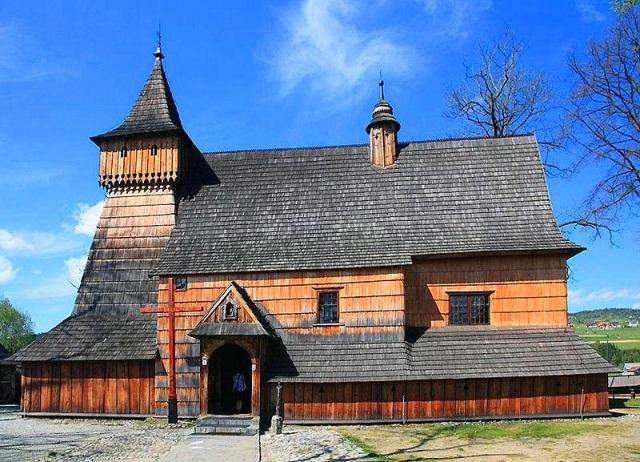 [プライベート]マウォポルスカ南部の木造聖堂群(2つの木造聖堂)とニエジツァ城1日観光(日本語アシスタント付き、専用車利用)