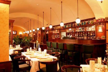 <土日限定!>アール・ヌーヴォー建築を巡り、伝統のパイで一息つくブダペスト午後の散策ツアー