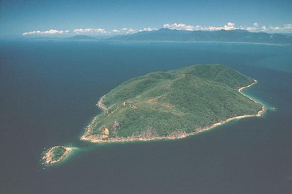 フィッツロイ島の全体像です