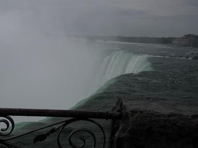 間近でカナダ滝が見れます。