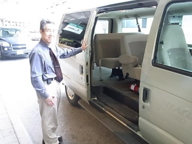 車に乗り込みナイアガラへ(他のお客様を、空港でお待ちいただくこともあります。)