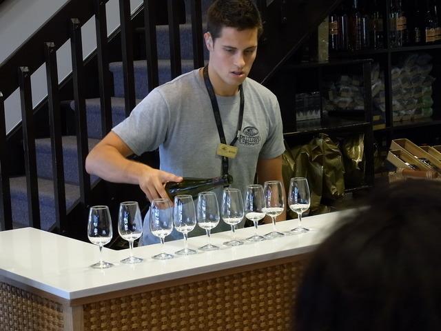 ワイン テイスティングは無料(赤、白、アイスワイン各1杯ずつ)