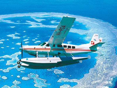 小型機でグレートバリアリーフ、ウィットサンデー諸島の上空を飛びます