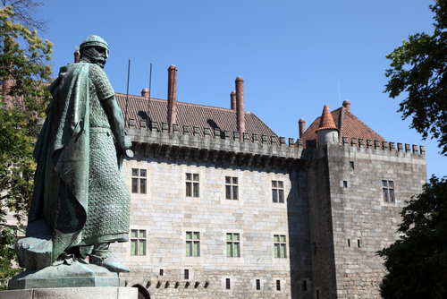 初代国王の像