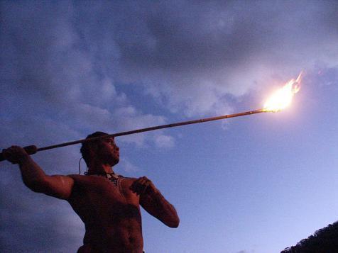 天空に炎の槍が突き刺さります