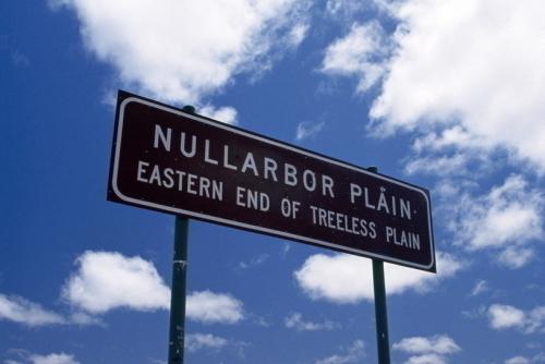 ナラボー平原を横断